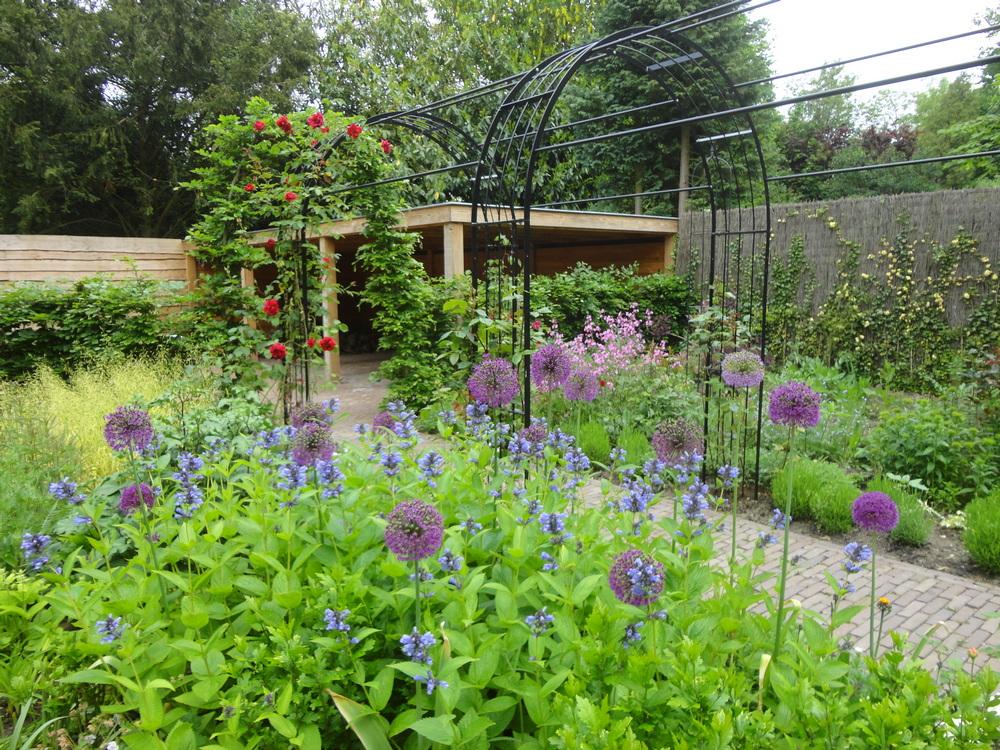 Beroemd Een Engelse tuin in Wageningen - Hoveniersbedrijf van Dijk &ER51